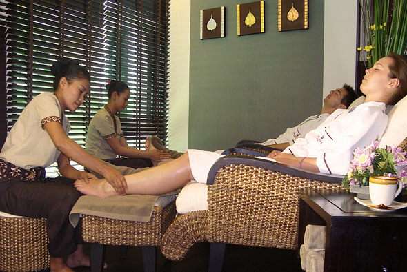 natural cures for gout include foot massage