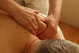 massage-shoulders
